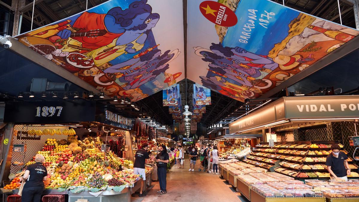El mercado de la Boquería, en Barcelona, antes del último cierre de establecimientos