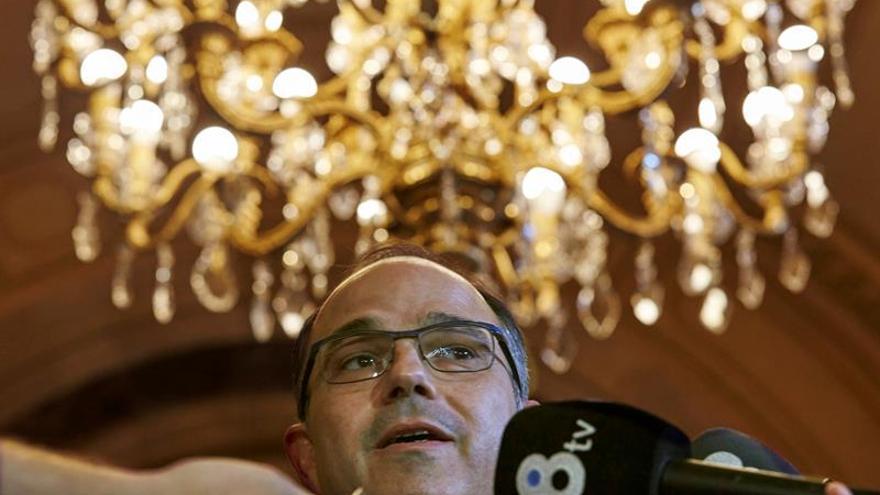 JxSí y la CUP se quedan solos para una reforma que debe permitir una desconexión exprés