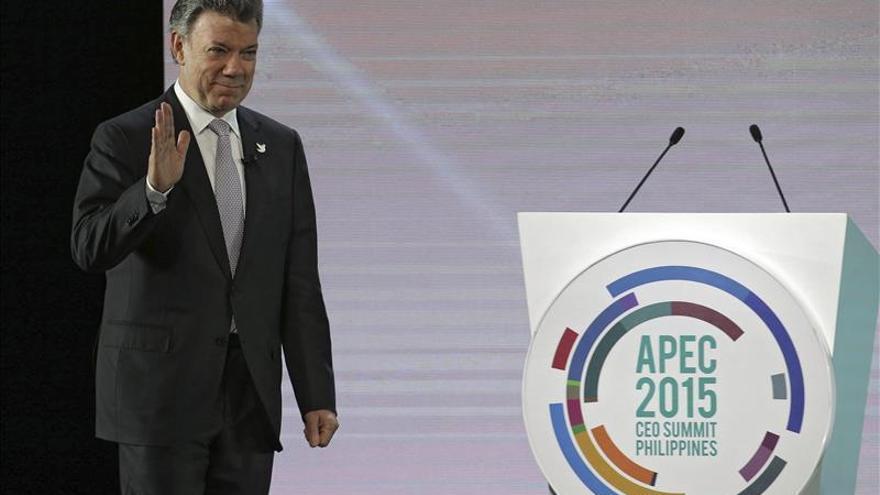 El presidente colombiano ofrece su apoyo a Macri al felicitarle por su triunfo
