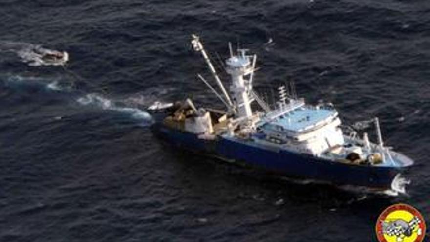 La fragata 'Canarias' detiene a dos piratas que participaron en el secuestro del 'Alakrana'