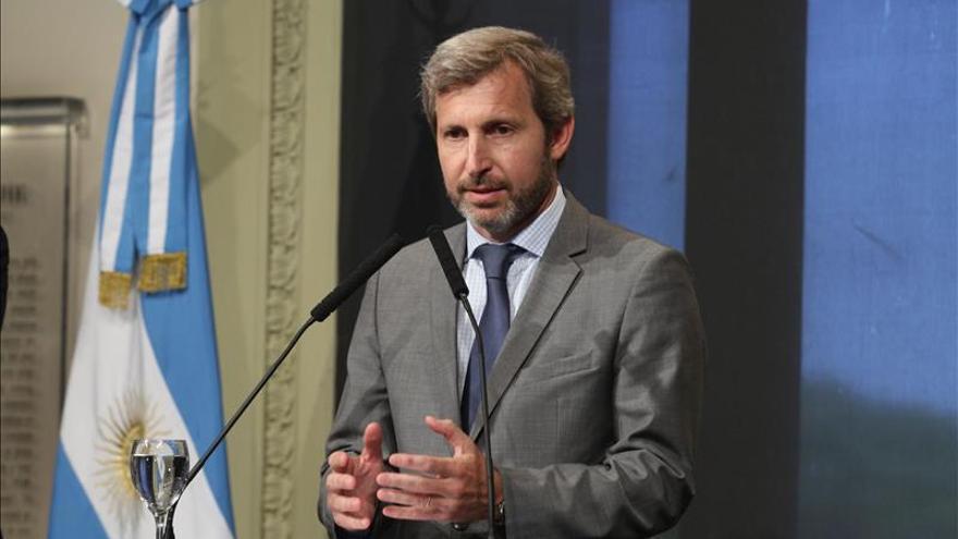 El Gobierno argentino visita las zonas inundadas y la población se moviliza para ayudar
