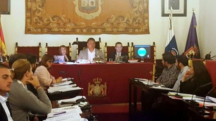 José Alberto Díaz, alcalde lagunero de CC, en un pleno del actual mandato
