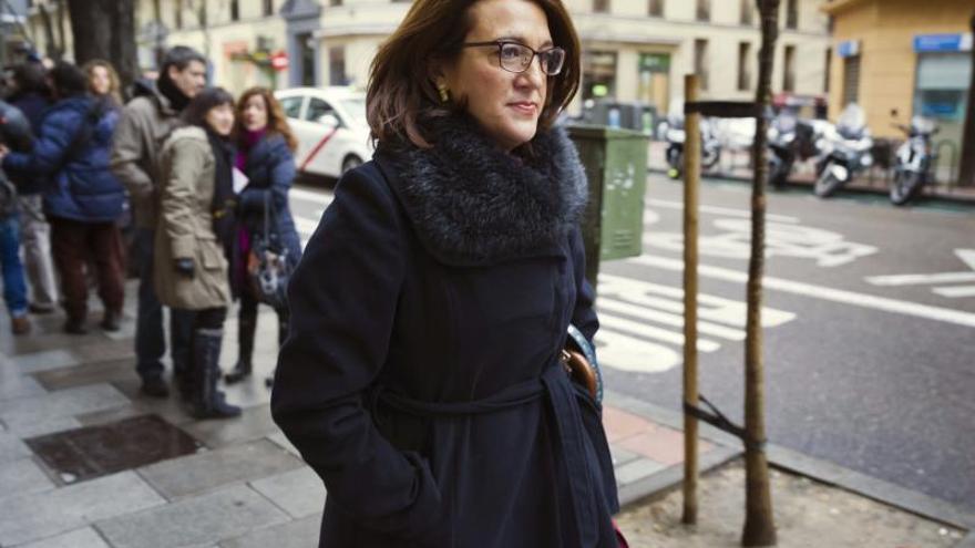 El PSOE enmarca la decisión de Mayor Oreja en un momento de contradicciones en el PP