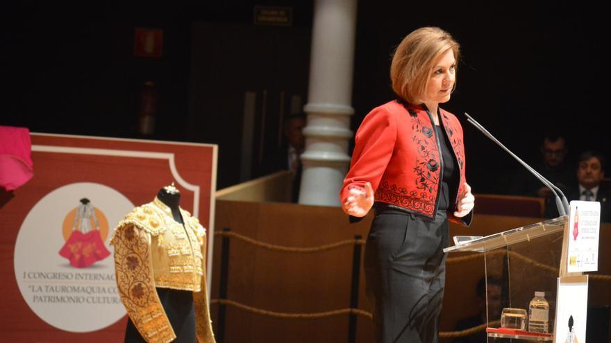 Cospedal vestida con chaqueta torera en el Congreso de Tauromaquia / Foto: Javier Robla