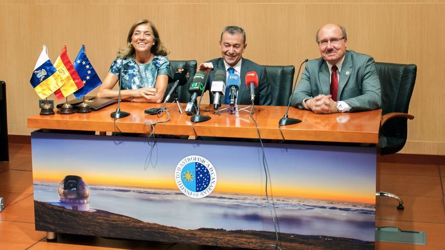 En la imagen, Carmen Vela, Paulino Rivero y Rafael Revolo.
