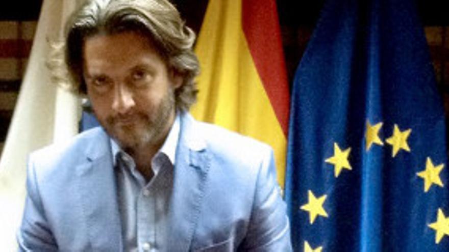 Gustavo Matos presenta la campaña de registro de morosos.
