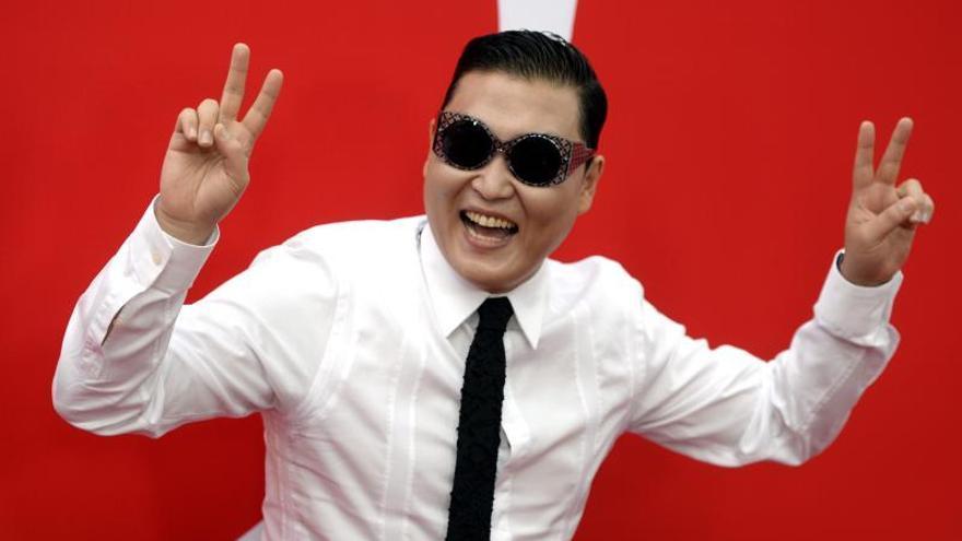 Psy y estrellas de K-pop suben al escenario en Seúl convertidos en hologramas