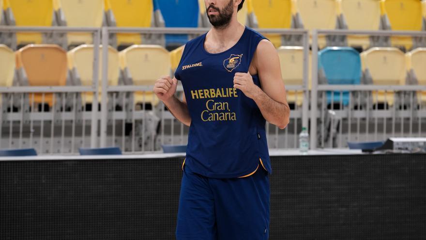 Javier Beirán ha vestido las dos camisetas.