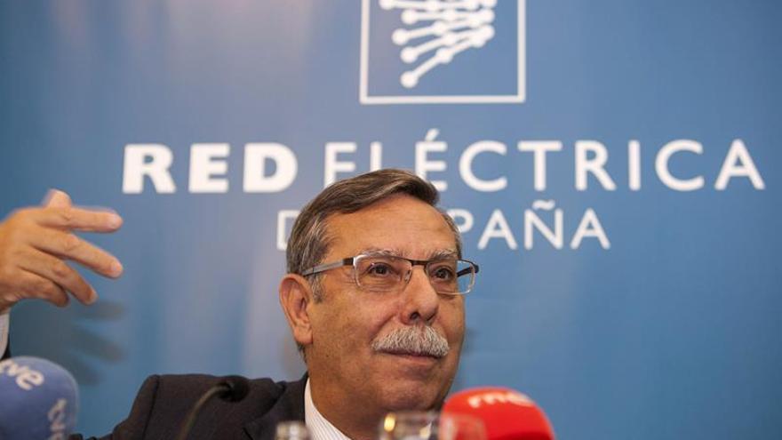 El presidente de Red Eléctrica de España, José Folgado Blanco, durante la rueda de prensa. EFE/Ángel Medina G.