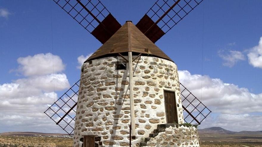 Molino de viento, construcción tradicional en la isla.