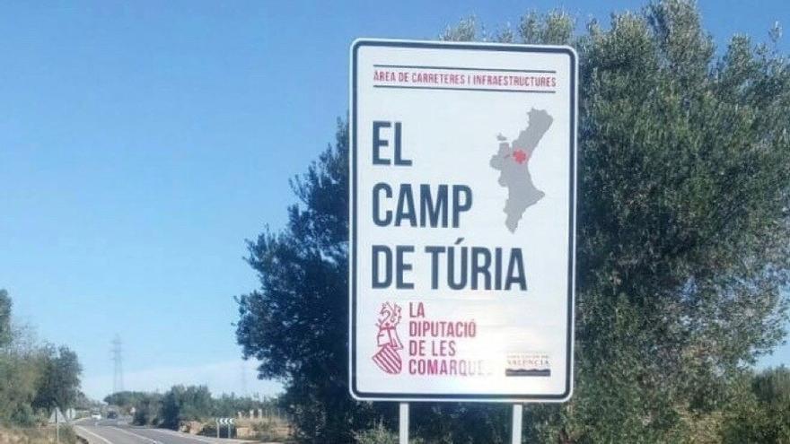 Cartell d'entrada a la comarcal del Camp de Túria