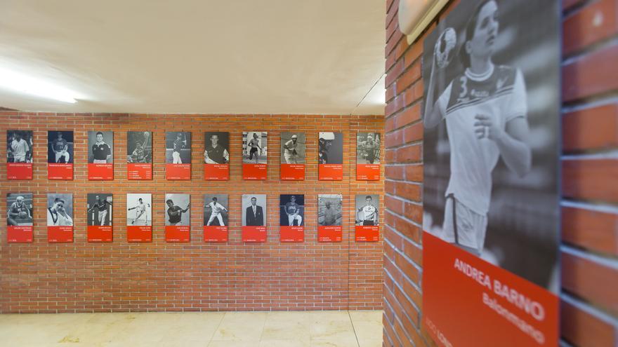 Exposición en homenaje a deportistas y técnicos navarros olímpicos y paralímpicos en la Universidad de Navarra