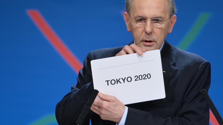 El presidente del Comité Olímpico Internacional, Jacques Rogge, anuncia a Tokyo como sede de los Juegos de 2020 durante la elección celebrada en Buenos Aires en 2013.