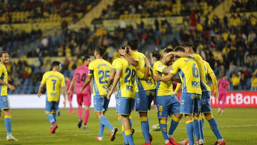 Jugadores de la UD Las Palmas celebran un gol en el Estadio de Gran Canaria.