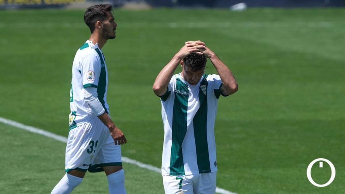 Diego Domínguez, tras Willy al final del partido en Cádiz.