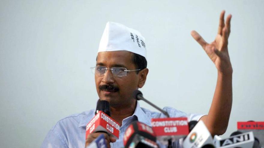 """El alcalde """"anarquista"""" de Nueva Delhi continua su sentada contra la policía"""