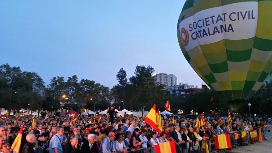 Centenares de personas reivindican la españolidad de Catalunya en un acto el 12 de octubre