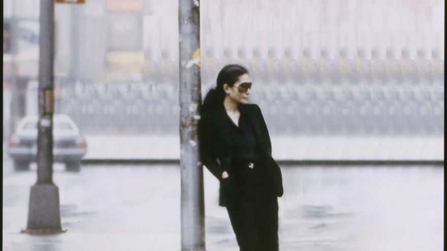 Yoko Ono en un fotograma del vídeo 'Walking On Thin Ice', de 1981 / Yoko Ono/Museo Guggenheim