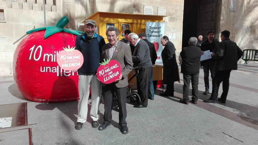 Manuel Carceller (a la derecha) con Jafet Pinedo en Elche el pasado viernes.