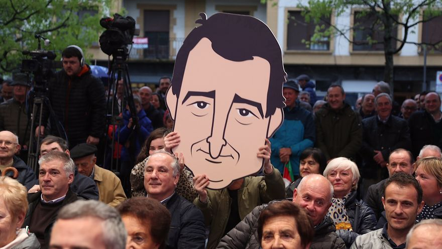 Caricatura de Aitor Esteban en un mitin del PNV