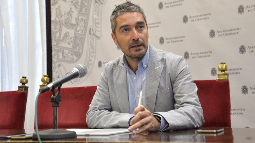 El concejal de Empleo, Manuel Olivares, defiende que los fondos requieren una inversión a la que el Ayuntamiento no puede hacer frente