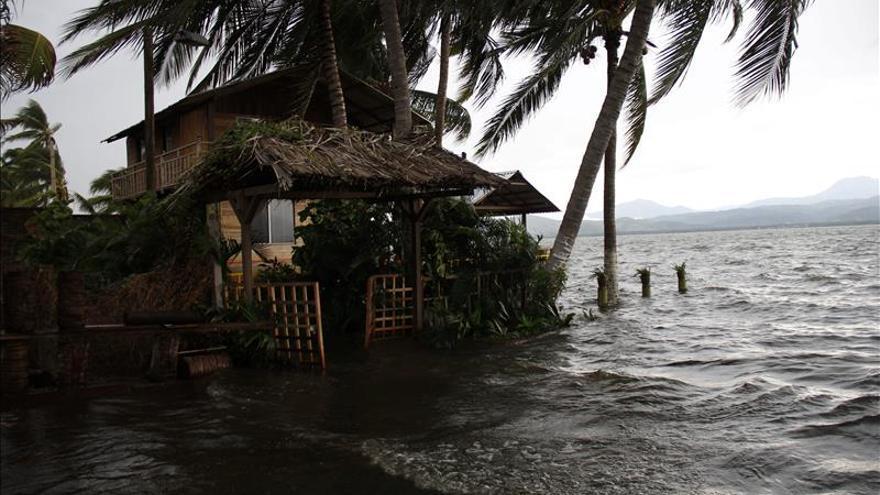 La tormenta Joaquín se convierte en huracán cerca de las Bahamas