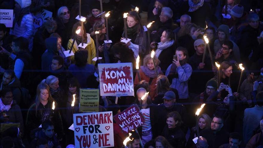 Polémica en Dinamarca ante el plan para confiscar a refugiados dinero y joyas