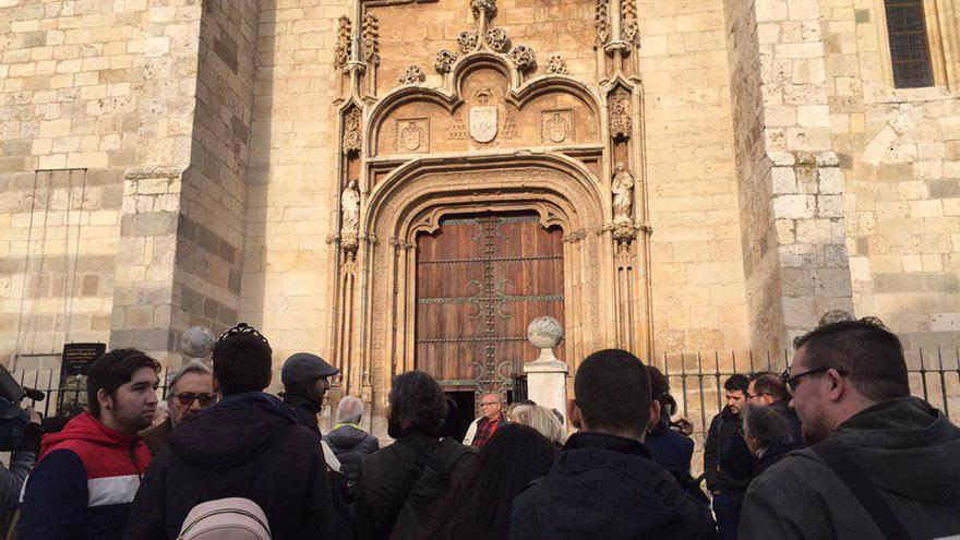Concentración en Alcalá de Henares contra los cursos para 'curar' la homosexualidad