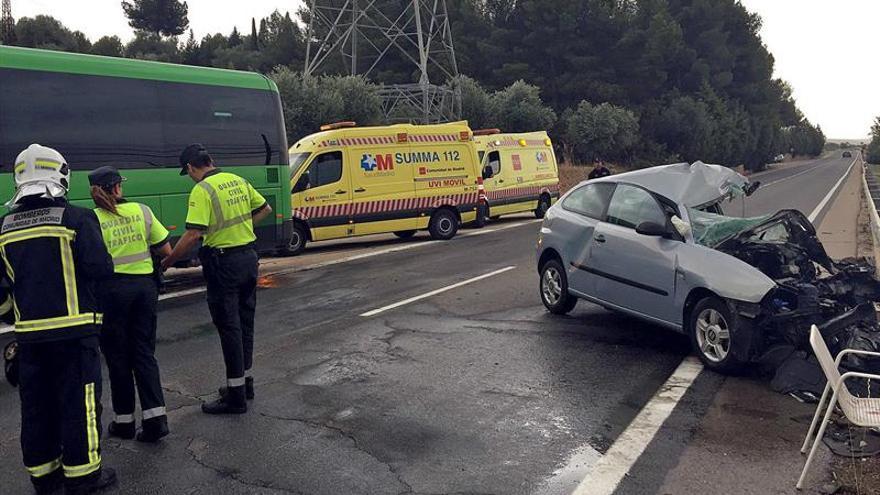 Un fallecido y diez heridos en una colisión de turismo y autobús en Madrid