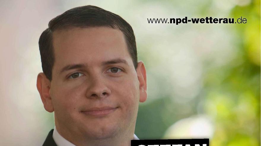 """El político neonazi Stefan Jagsch, del partido NPD, en un cartel de la formación racista que pide la """"libertad de expresión""""."""