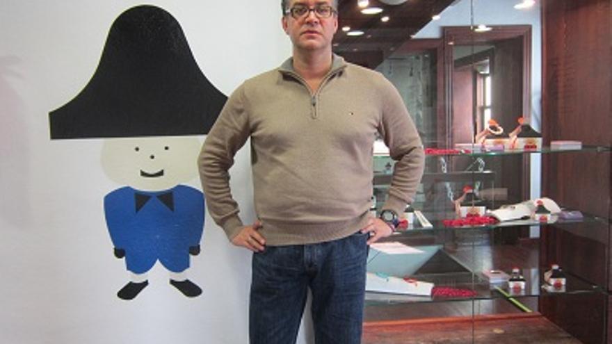 Pedro Ferreiro en la tienda de la Casa Monteverde.