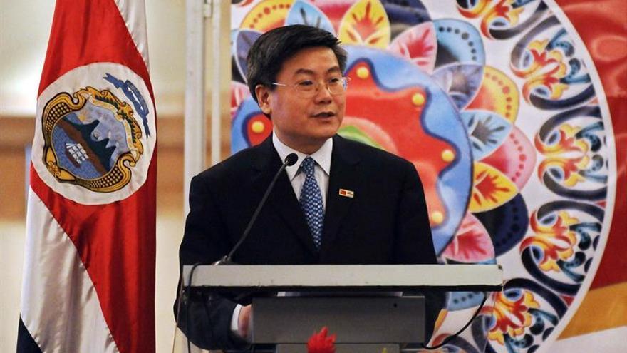 El superávit comercial chino bajó un 9,1 % en 2016