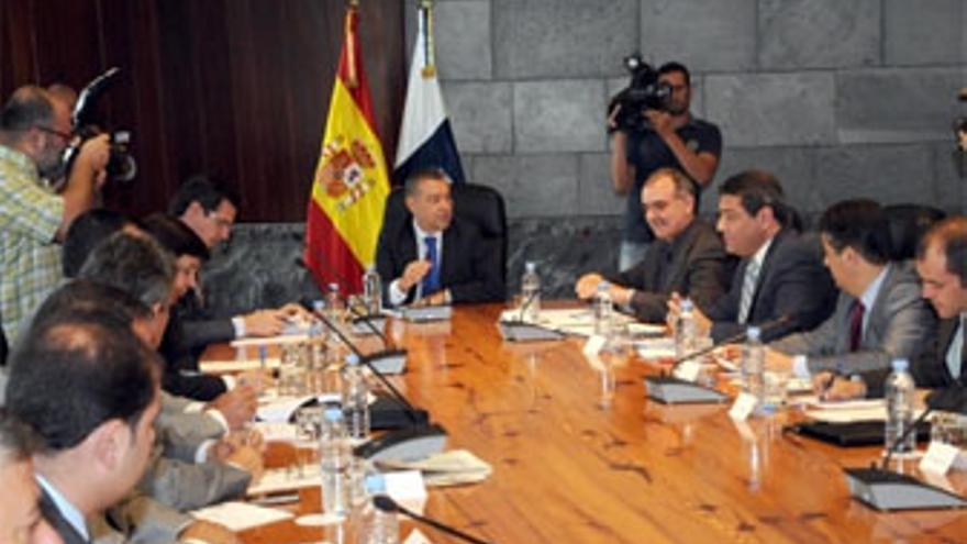 Reunión del Gobierno de Canarias, cabildos y ayuntamientos. (ACFI PRESS)