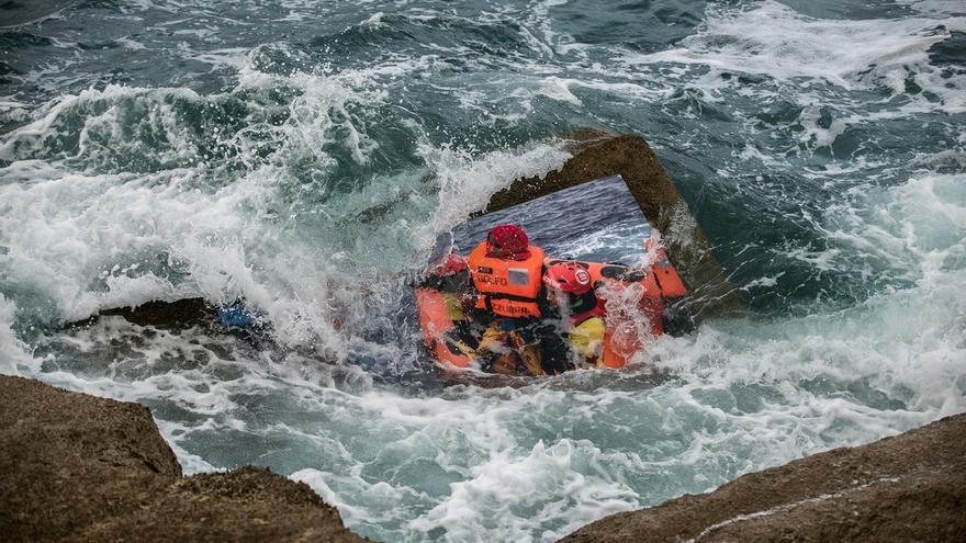 El rompeolas de Castro Urdiales exhibirá imágenes de migrantes rescatados en el Mediterráneo