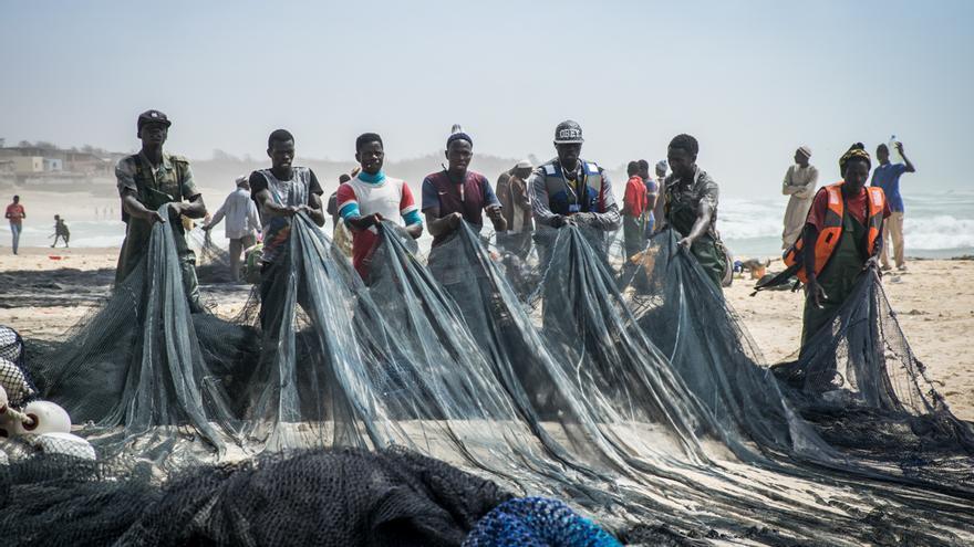 Un grupo de pescadores en Kayar (Senegal)