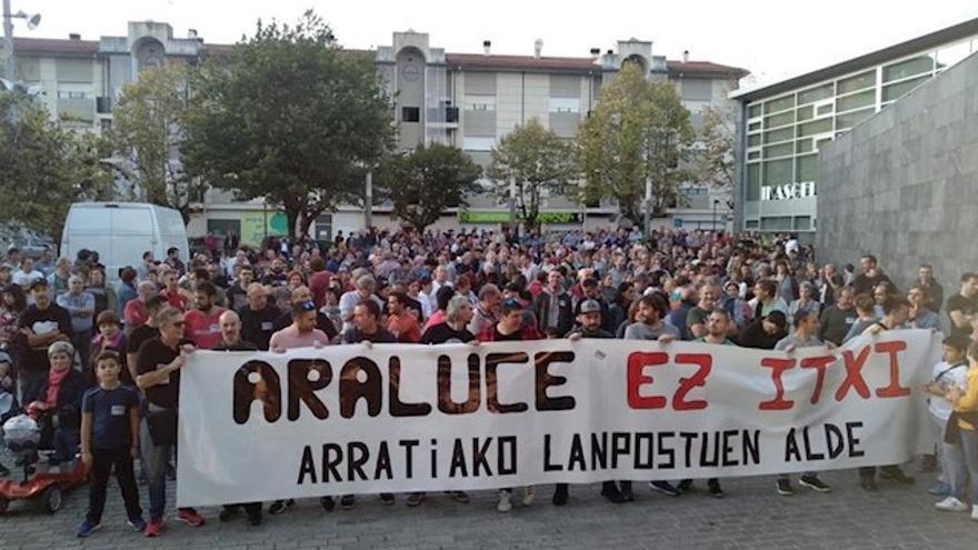 Empleados de Araluce en una protesta contra el cierre de la fábrica