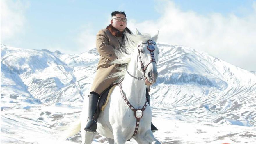 Pionyang publica unas fotos ecuestres de Kim Jong-un de marcado tono épico