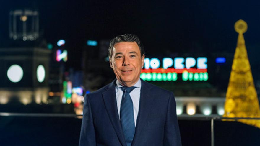 Ignacio González hace el mensaje de fin de año con Tio Pepe de fondo