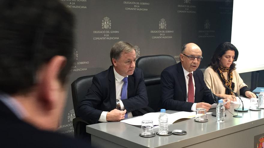 Cristóbal Montoro, ministro de Hacienda, en la Delegación del Gobierno en la Comunitat Valenciana.