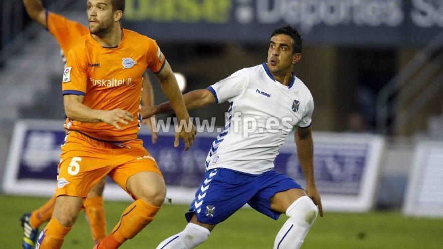 El delantero uruguayo Diego Ifrán, que logró salvar un punto para los blanquiazules. Lfp