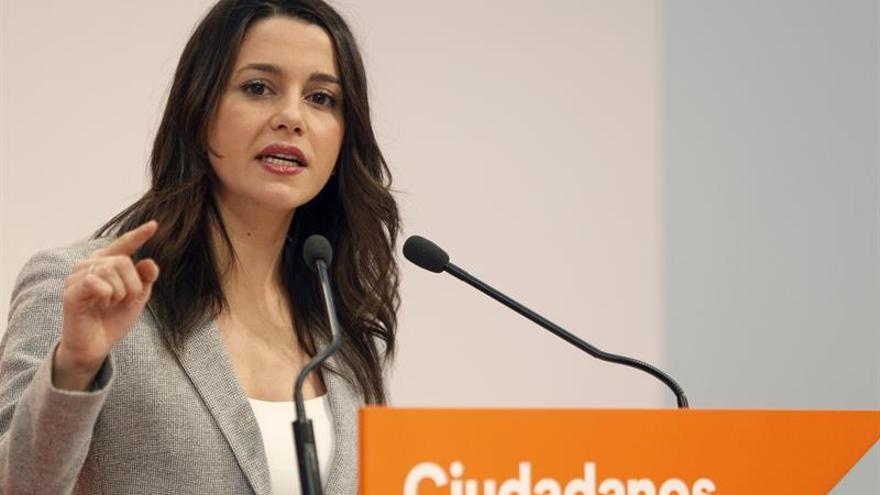 """Arrimadas a Puigdemont:""""Cuando declaran los Bárcenas de CDC no se manifiesta"""""""