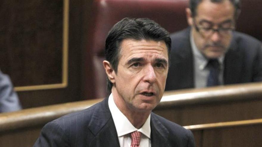 El ministro de Industria, Energía y Turismo, José Manuel Soria, durante su comparecencia. EFE.