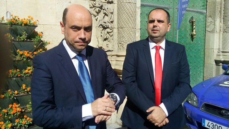 El alcalde de Alicante, Gabriel Echávarri, junto al concejal socialista Carlos Giménez