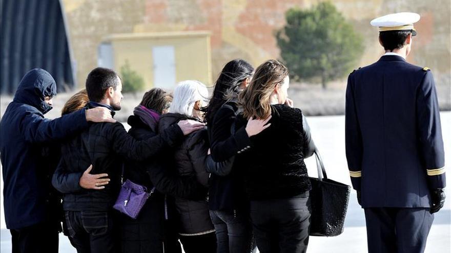 Una ceremonia militar recuerda a los muertos franceses de la base de Albacete