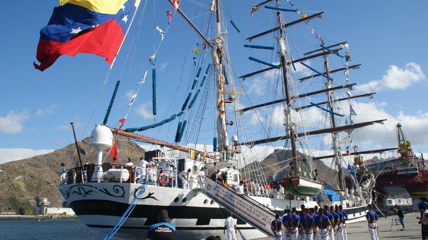 Llegada del buque escuela venezolano Simón Bolívar a Santa Cruz de Tenerife