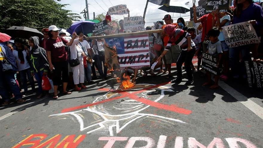 Manifestación en Manila contra la próxima visita de Trump a Filipinas