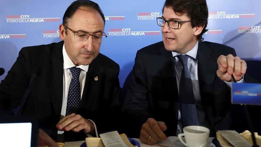 """Fernández Mañueco dice que el PP tiene que actuar con """"ejemplaridad"""""""
