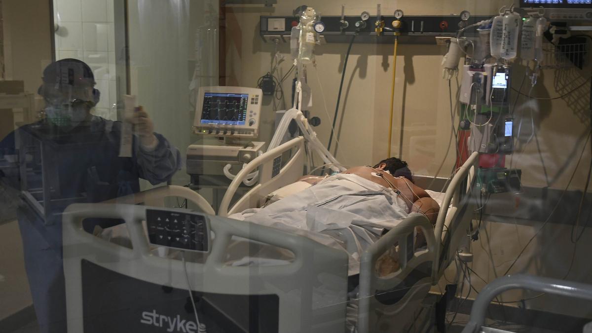 Este martes la ocupación de camas de terapia intensiva en el AMBA es del 63,5%. En octubre 2020, del 63,1%.