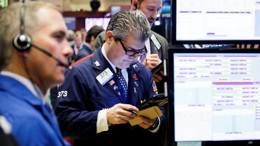 Wall Street sigue con ganancias y el Dow Jones sube un 0,26 % a media sesión
