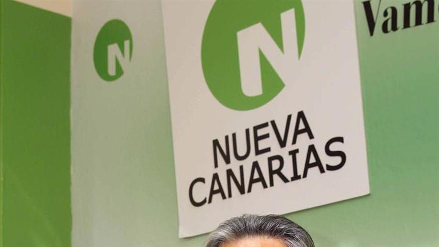 El candidato de Nueva Canarias a presidente de Canarias, Román Rodríguez, durante la presentación en rueda de prensa de la página web de su campaña y el programa electoral del partido. EFE/Elvira Urquijo A.